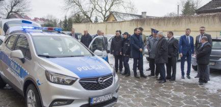Aktualności - Nowy radiowóz dla obornickich policjantów