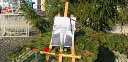Aktualności - Uczcili pamięć Pawła Adamowicza