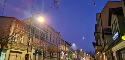 Aktualności - Nowe lampy na Piłsudskiego już świecą