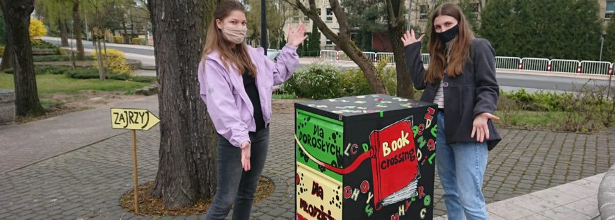 Uwolnij książki w parku!