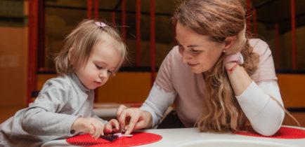Aktualności - A może chcesz zostać opiekunką dla dzieci?
